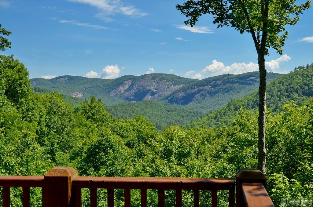 688 W Rochester Drive, Cashiers, NC 28717