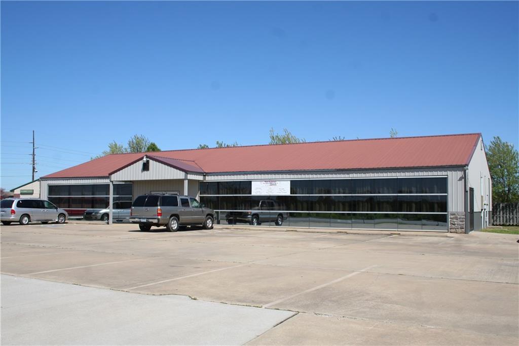 2988 W Huntsville AVE, Springdale, AR 72762