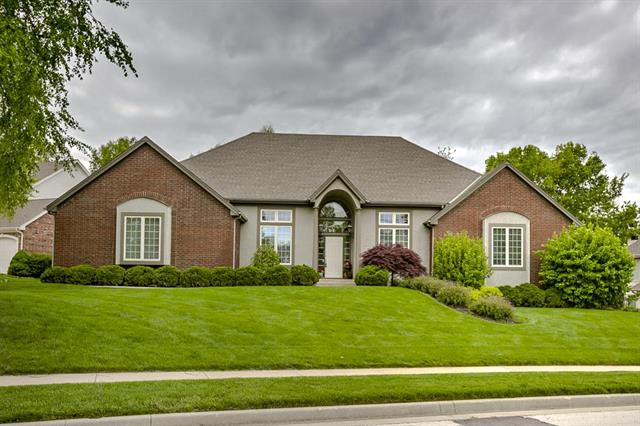 6114 S NATIONAL Drive, Parkville, MO 64152