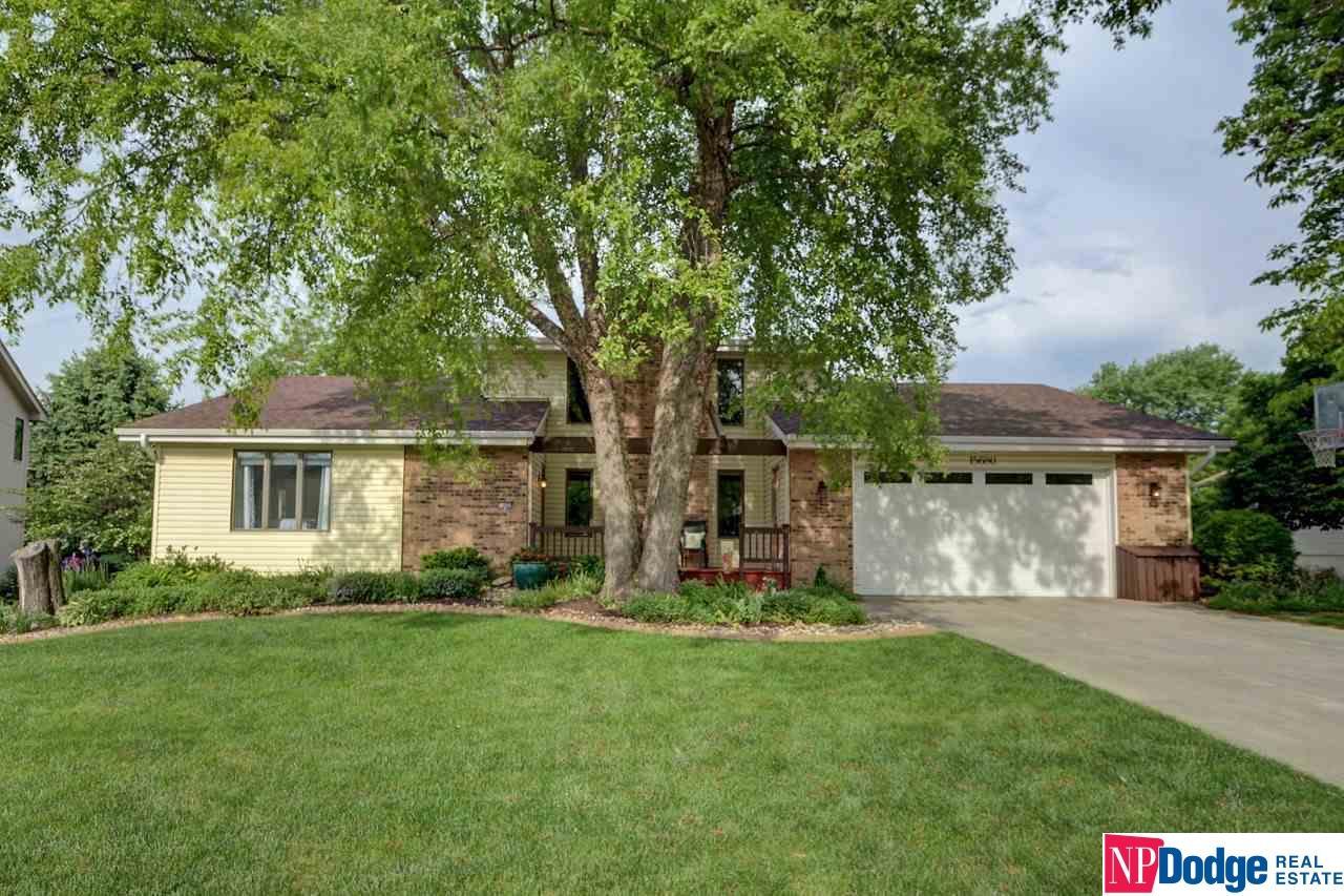 15680 Fountain Hills Drive, Omaha, NE 68118