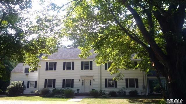 398 Maplewood Rd, Huntington Sta, NY 11746
