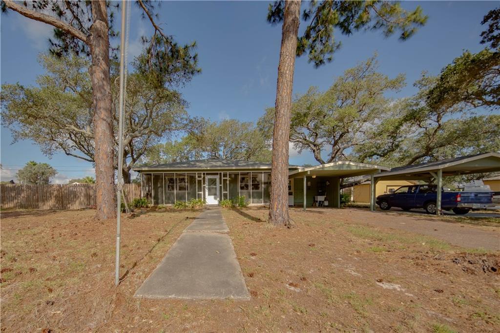19 Estates Dr, Rockport, TX 78382