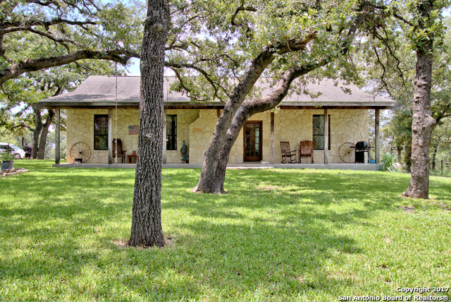 885 PADDY RD, Floresville, TX 78114