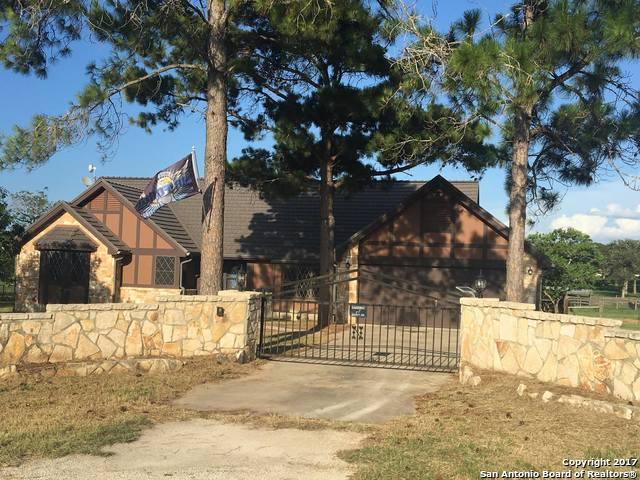 100 ROLLING HILLS DR, La Vernia, TX 78121