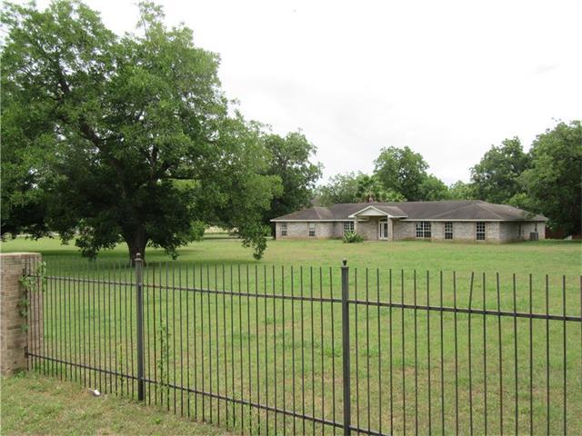 240 2 Mile Ln, Smithville, TX 78957