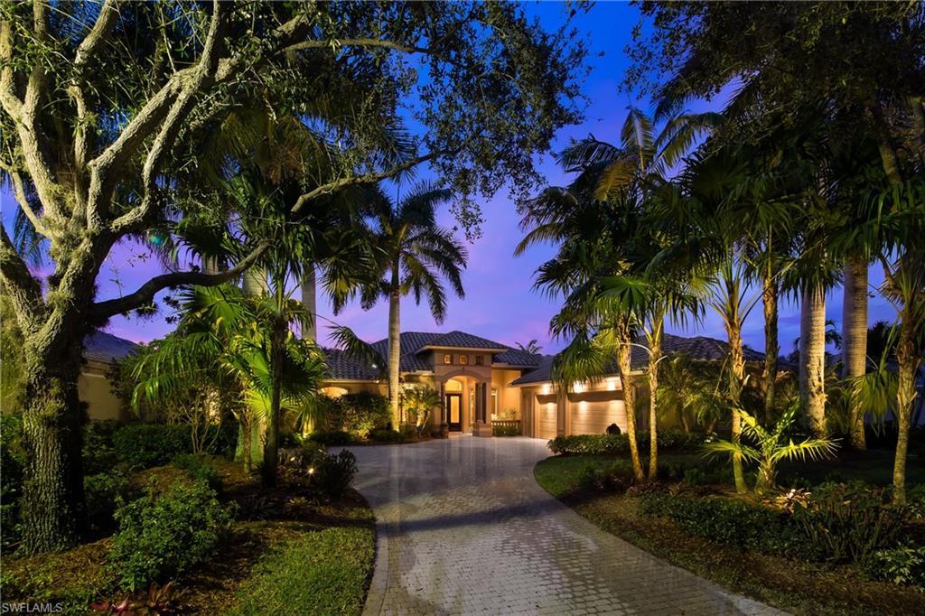 2948 Gardens BLVD, NAPLES, FL 34105