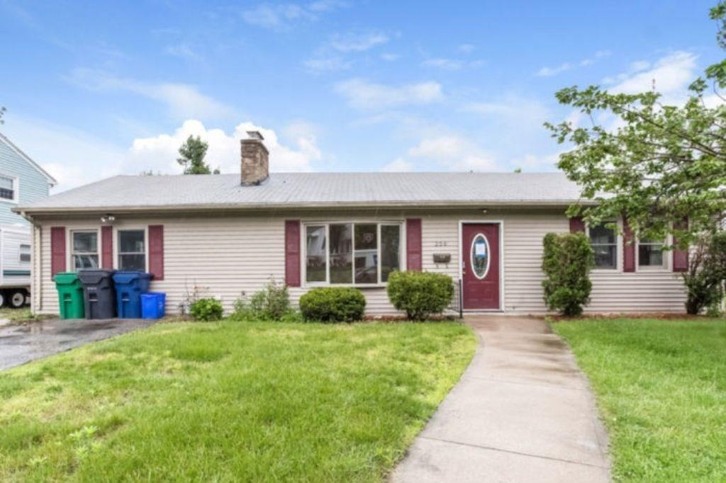 256 Pierce AV, Warwick, RI 02888