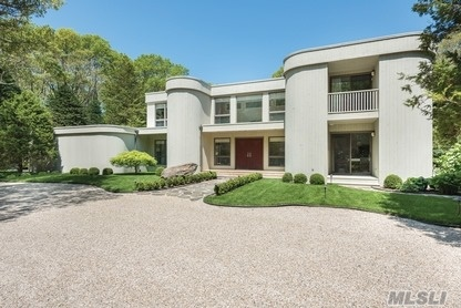 Accessed Through A Gated Drive On The Settlement Association Cul-De-Sac, With Short Deeded Pathway Access To Beautiful Northwest Harbor Beach, This Absolutely Peerless Home Offers A Compelling Opportunity. Here Are Some Details: Designer Down-To-Studs Renovation Completed In Mid-2014 Superb, State-Of-The-Art Finishings And Systems.