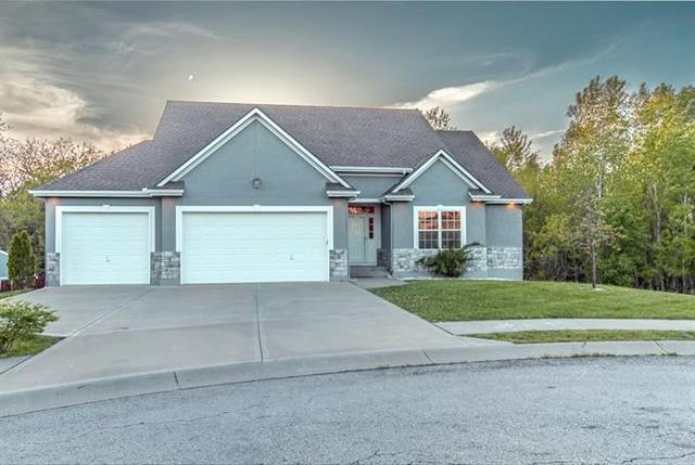 2011 Ridge Tree Drive, Pleasant Hill, MO 64080