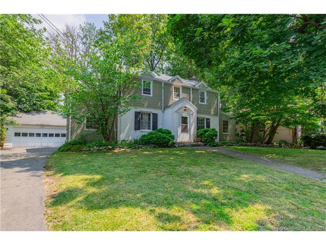 15 Robin Ln, New Haven, CT 06515