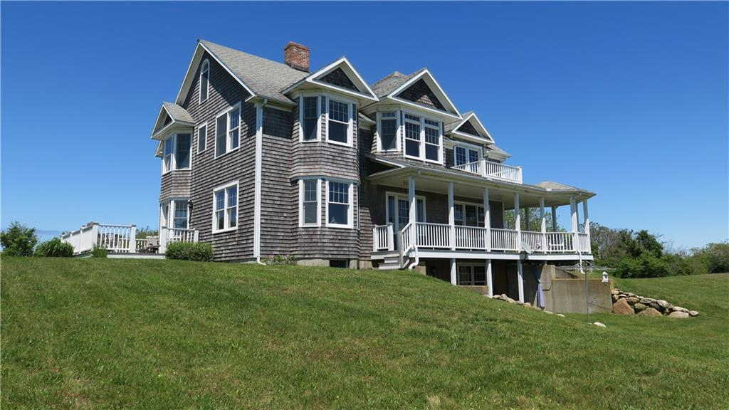 Boundless summer days and winter serenity will be yours to enjoy at Mohegan Cottage. Inside or out, spacious, light filled rooms and Atlantic Ocean vistas will delight you.  Well constructed and meticulously maintained, it's the perfect island home!