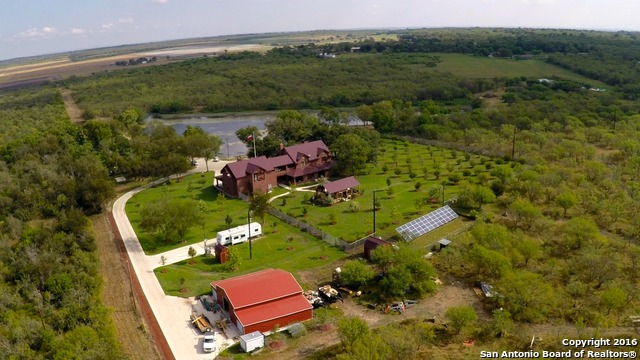 6755 County Road 4514, Devine, TX 78016