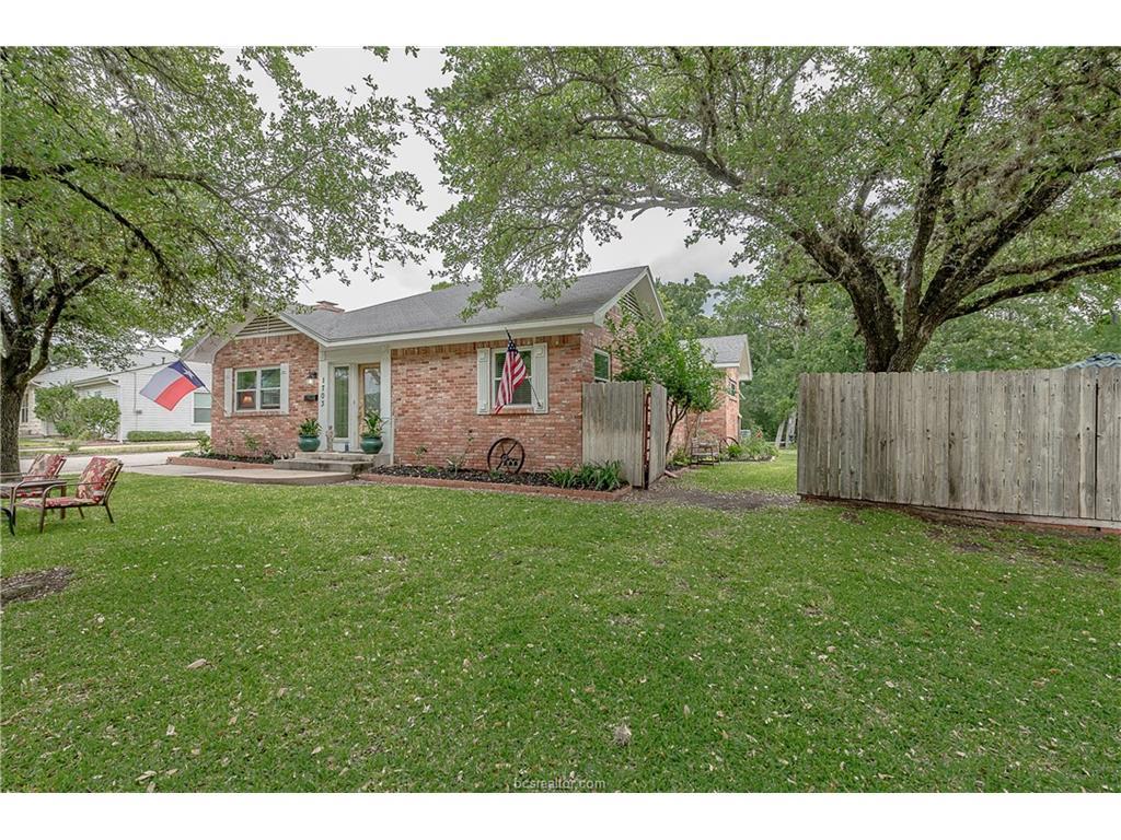 1703 Woodland Drive, Bryan, TX 77802