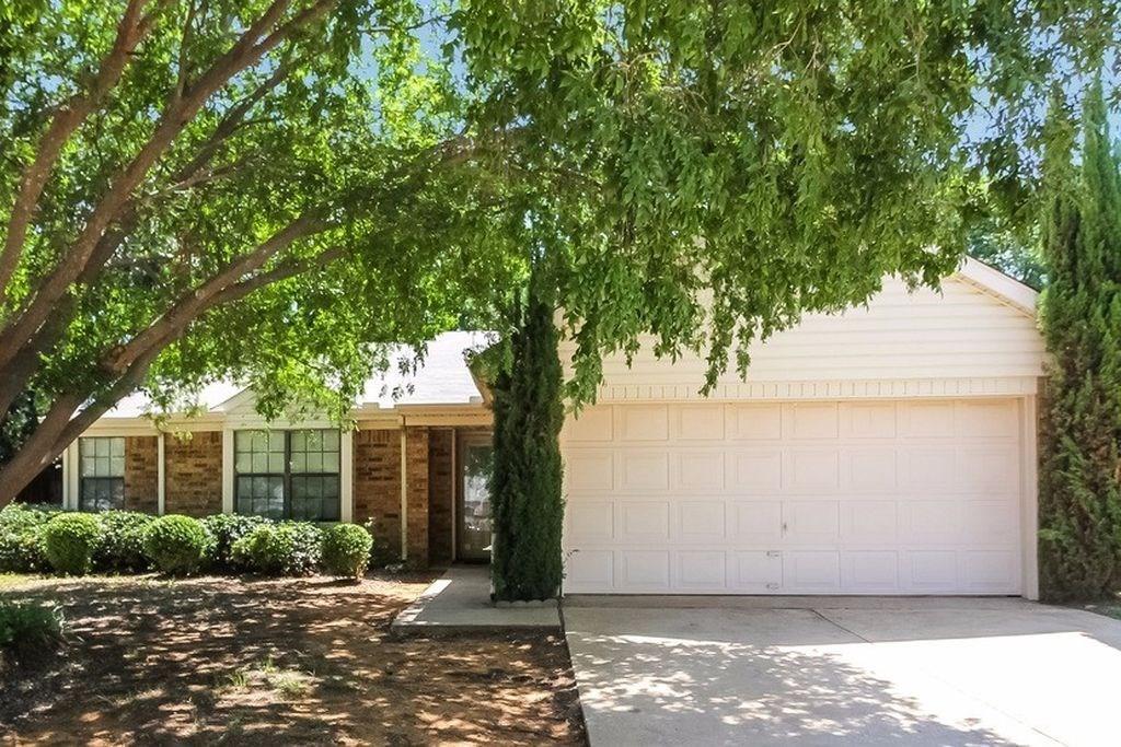 2705 Fountainview Drive, Corinth, TX 76210