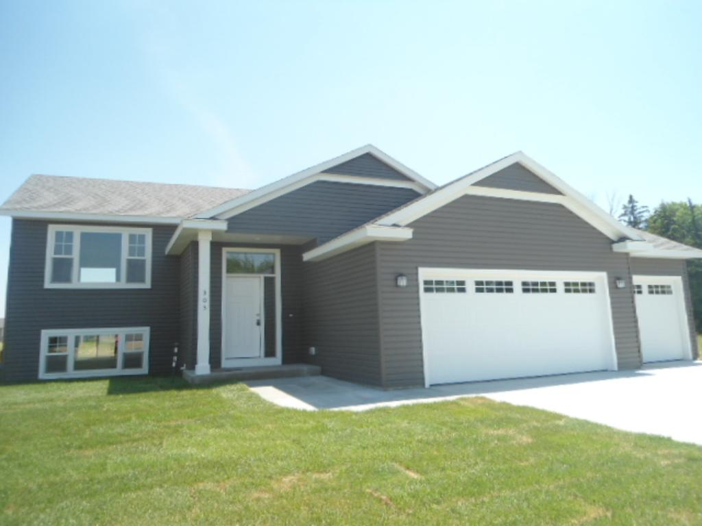 303 Whitetail Lane, Kenyon, MN 55946
