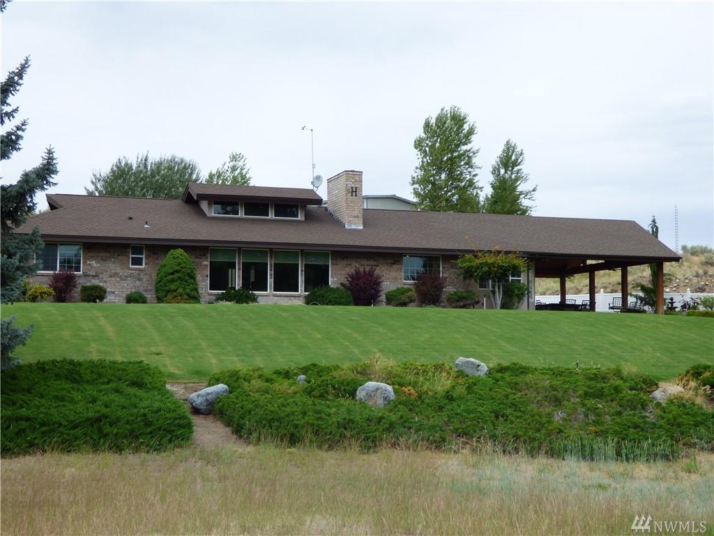 165 Viewmont Dr, Okanogan, WA 98840