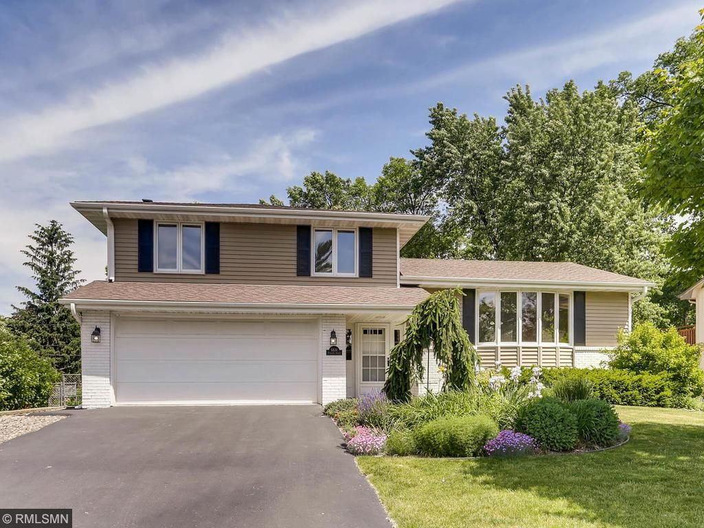 6834 Plymouth Avenue N, Golden Valley, MN 55427