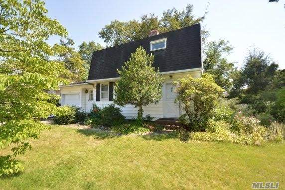 30 Princeton St, Roslyn Heights, NY 11577