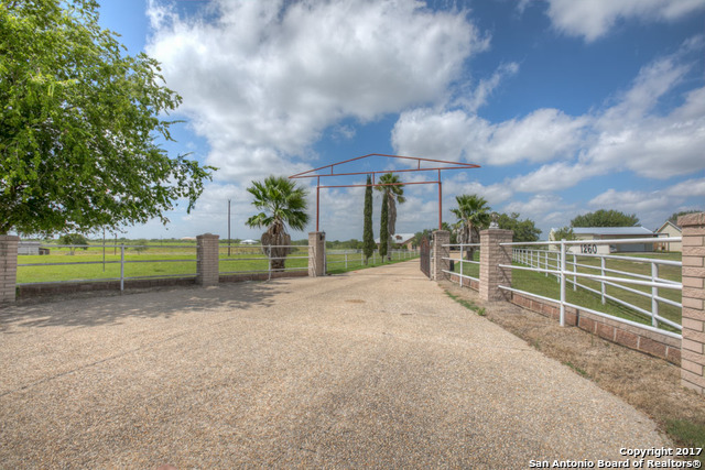1260 Country Ln, Marion, TX 78124