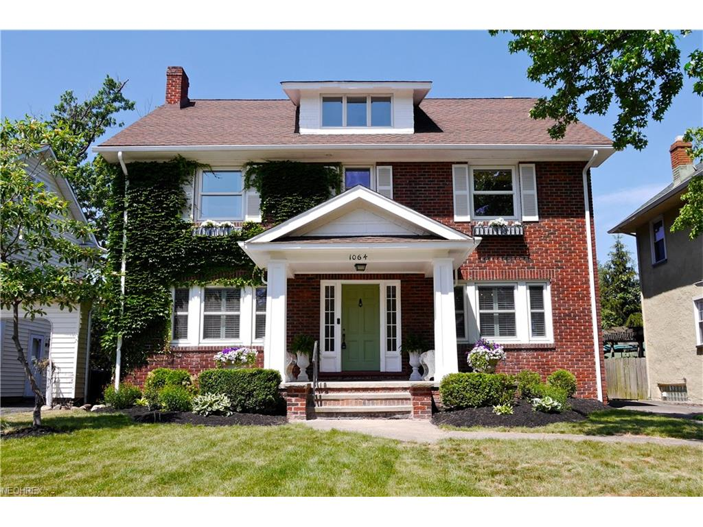 1064 Forest Cliff Dr, Lakewood, OH 44107
