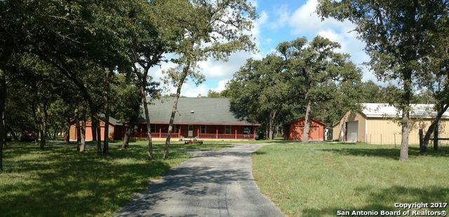 226 S PALO ALTO DR, Floresville, TX 78114