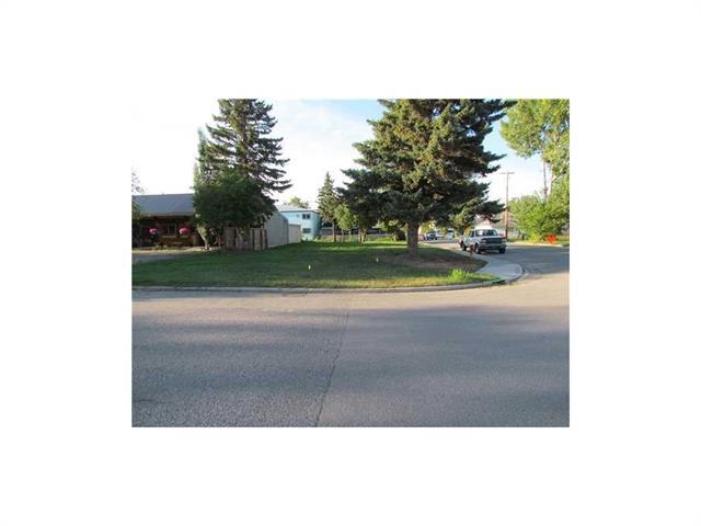 817 1 Street SE, High River, AB T1V 1E7