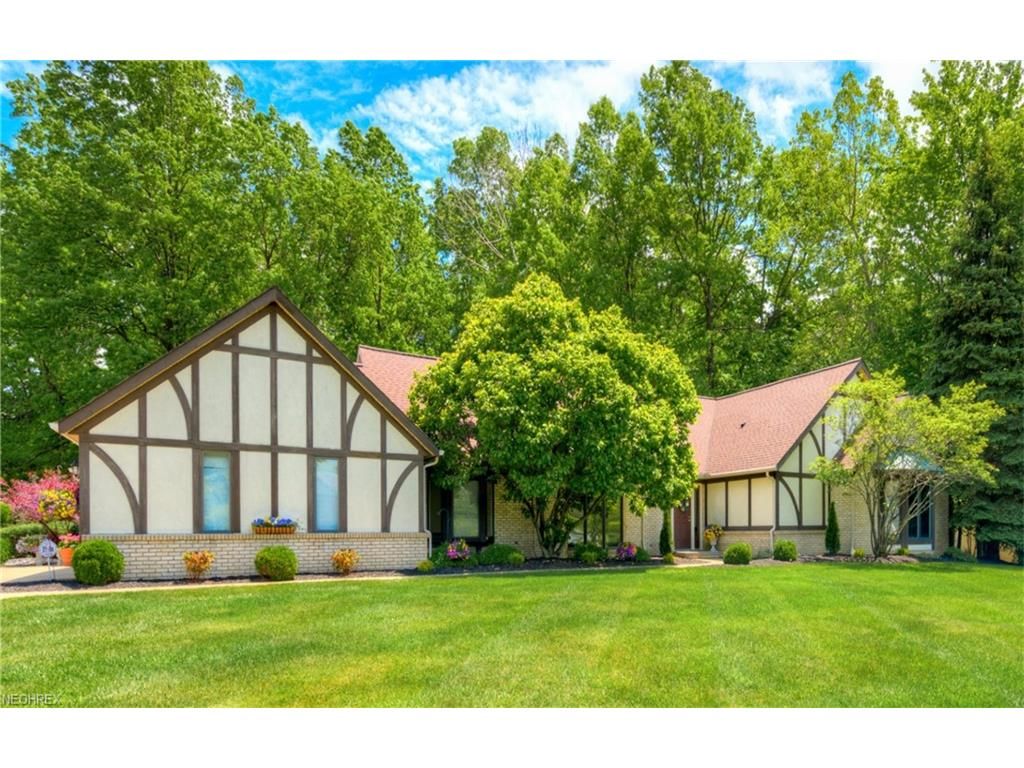 2883 Lamplight Ln, Willoughby Hills, OH 44094