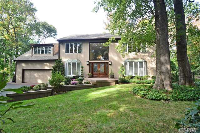 59 Colonial Dr, Manhasset, NY 11030
