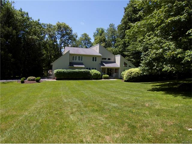 42 Pheasant Run Road, Pleasantville, NY 10570