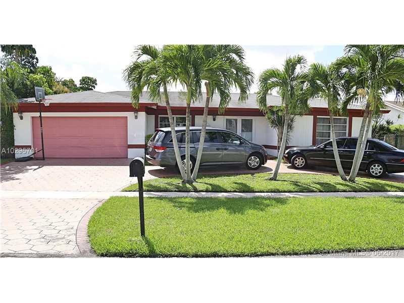 16754 Golfview Dr, Weston, FL 33326