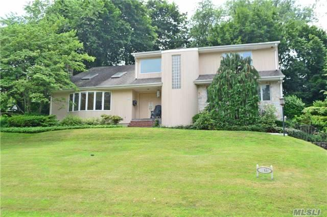 26 Hillcrest Dr, Great Neck, NY 11021