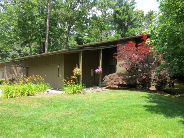 6639 Red Cedar LN, West Bloomfield Twp, MI 48324