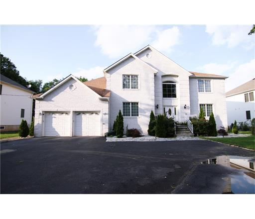 118 HENDERSON Road, Kendall Park, NJ 08824
