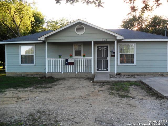 1304 AVENUE H, Hondo, TX 78861