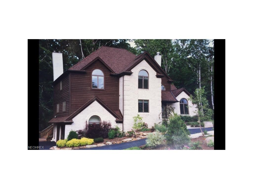 789 Hanover Rd, Mayfield Village, OH 44040