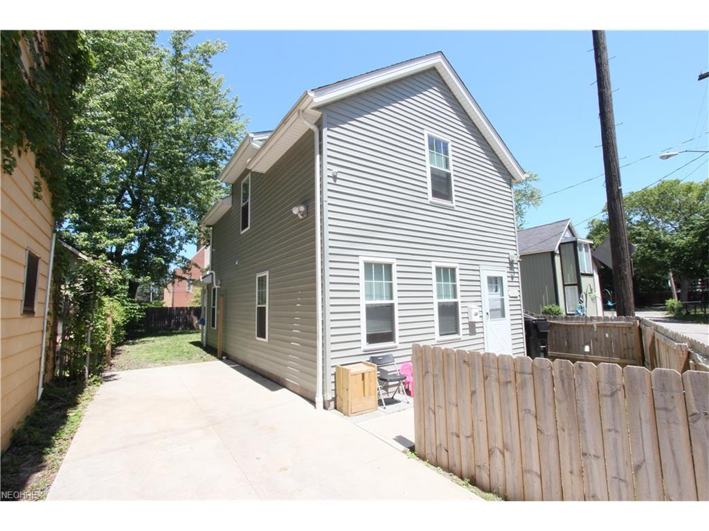 3900 Fulton Ct, Cleveland, OH 44113