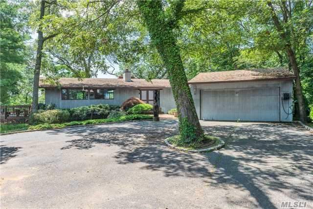 27 Parkway Dr, Roslyn Heights, NY 11577