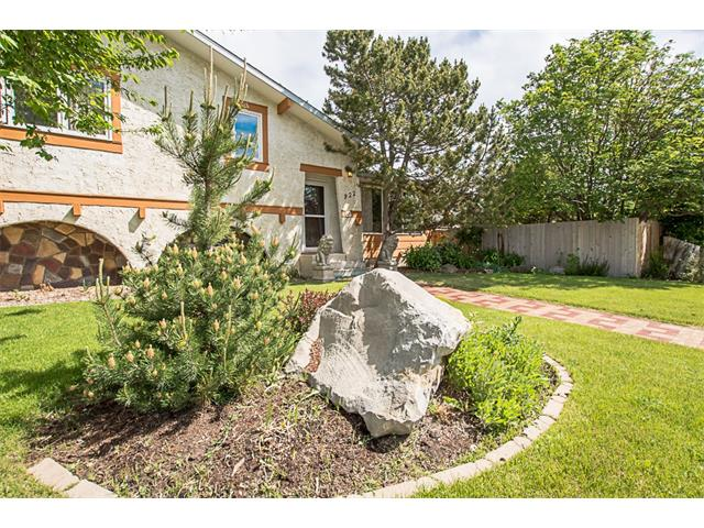 922 4 Street SW, High River, AB T1V 1A7
