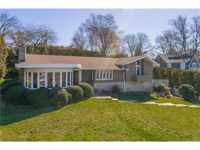 343 Sailors Lane, Bridgeport, CT 06605