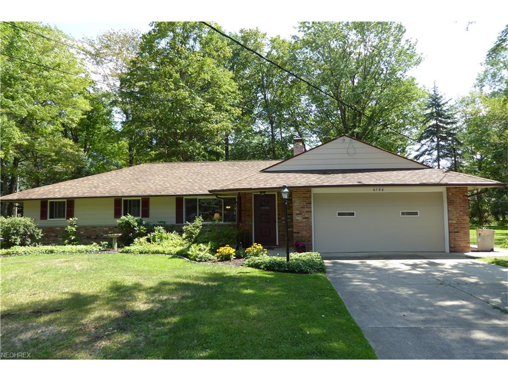 6798 Meadowood Dr, Mayfield Village, OH 44143
