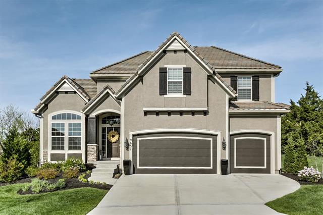 9651 Pickering Street, Lenexa, KS 66227