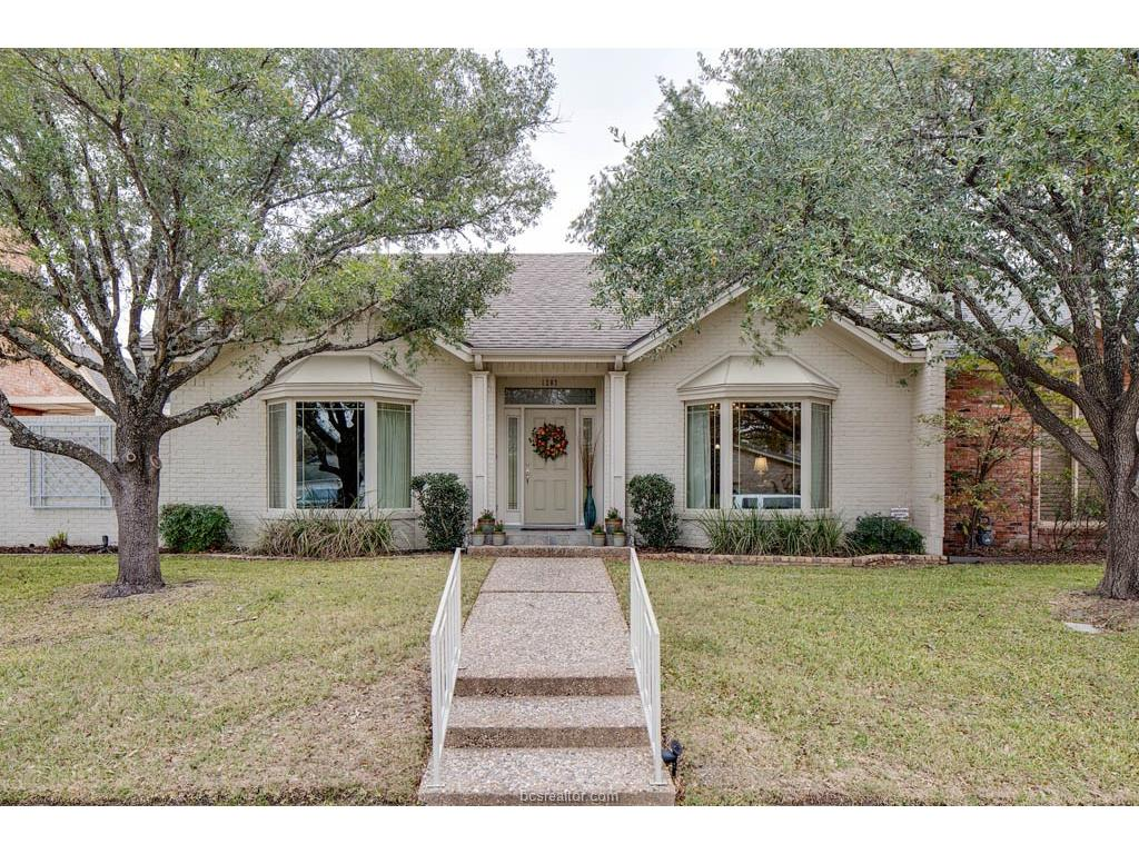 1207 Brook Hollow Drive, Bryan, TX 77802