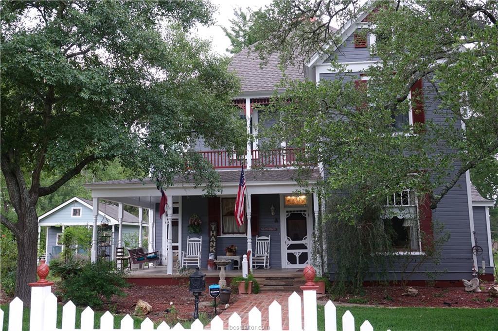 808 Pin Oak Street, Calvert, TX 77837