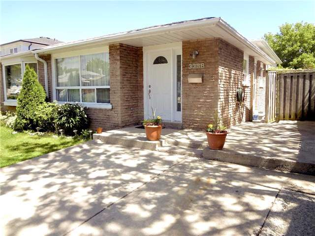 3388 Oakglade Cres, Mississauga, ON L5C 1X5