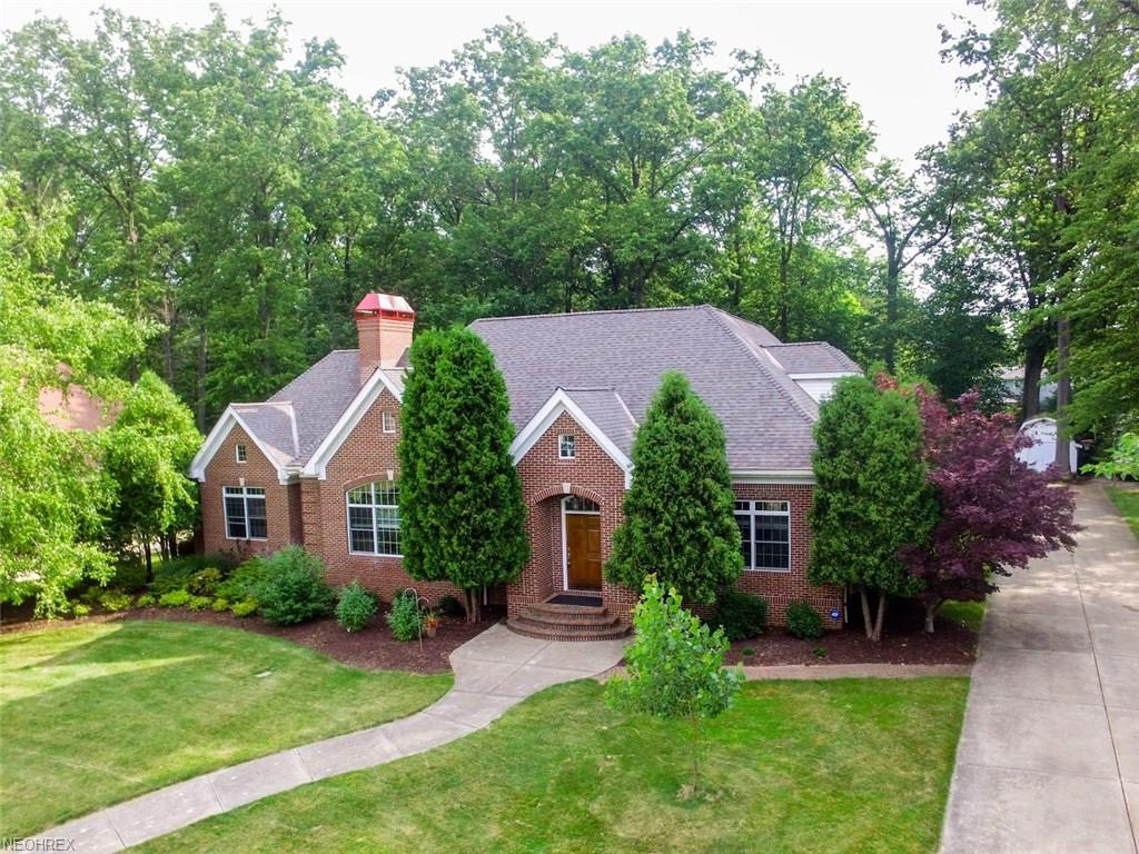 705 Creekview Dr, Eastlake, OH 44095