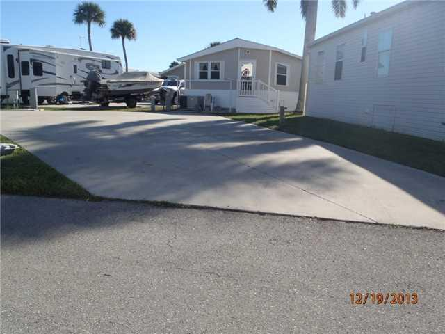 907 Nettles Blvd, Jensen Beach, FL 34957