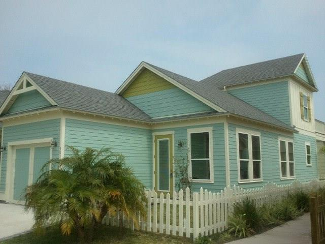 303 Sailhouse Way, Rockport, TX 78382