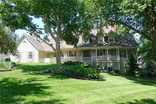 708 White Oak Lane, Gladstone, MO 64116