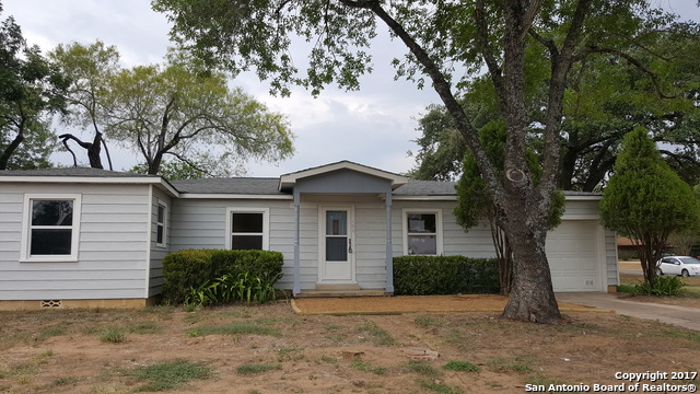 106 S BRYANT ST, Pleasanton, TX 78064
