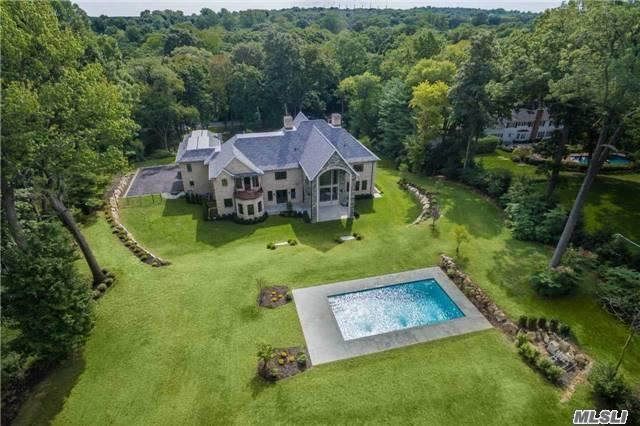 16 Forest Dr, Sands Point, NY 11050